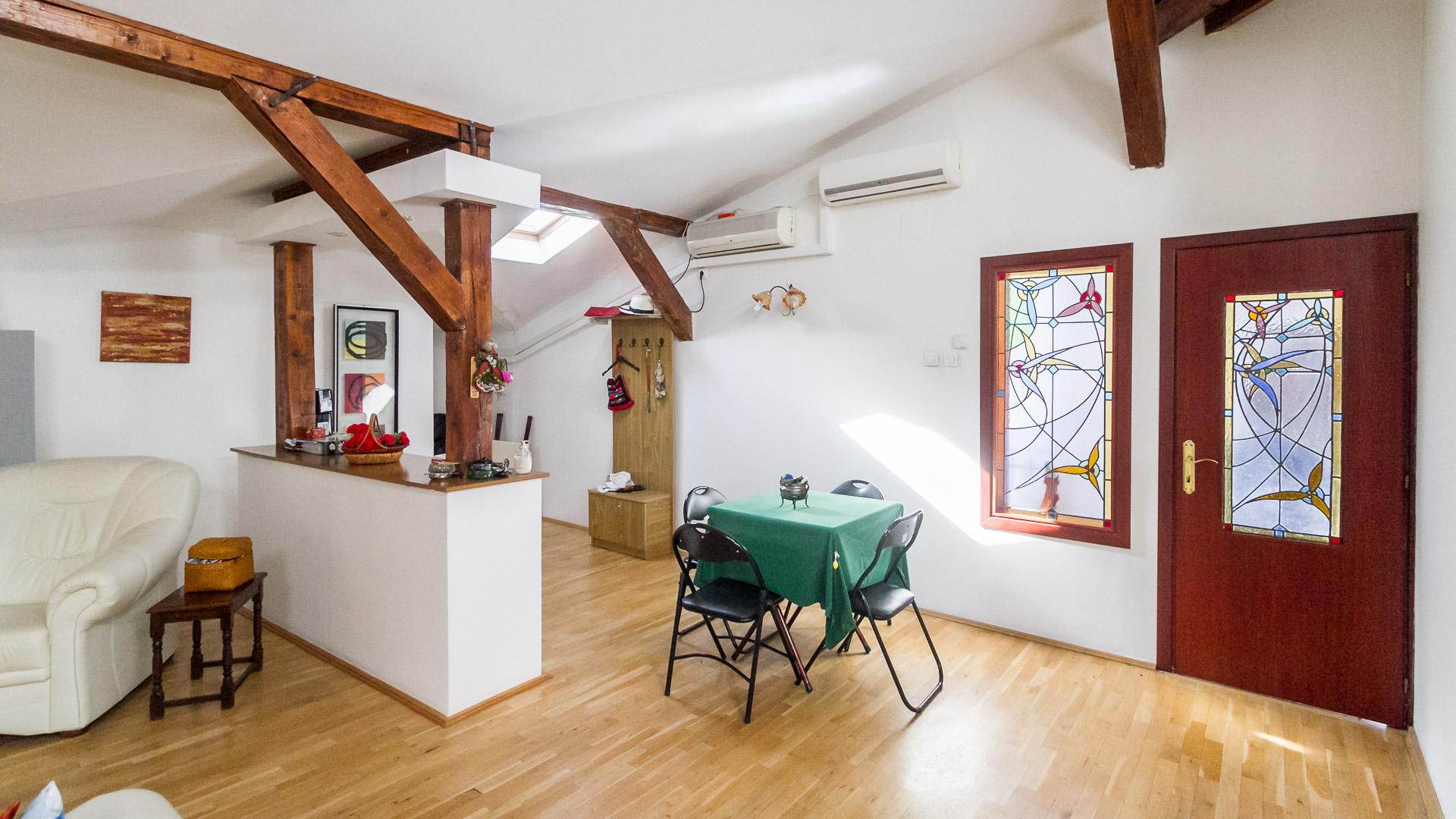spatiu-socializare-living-apartament-3-camere-mansarda-vila