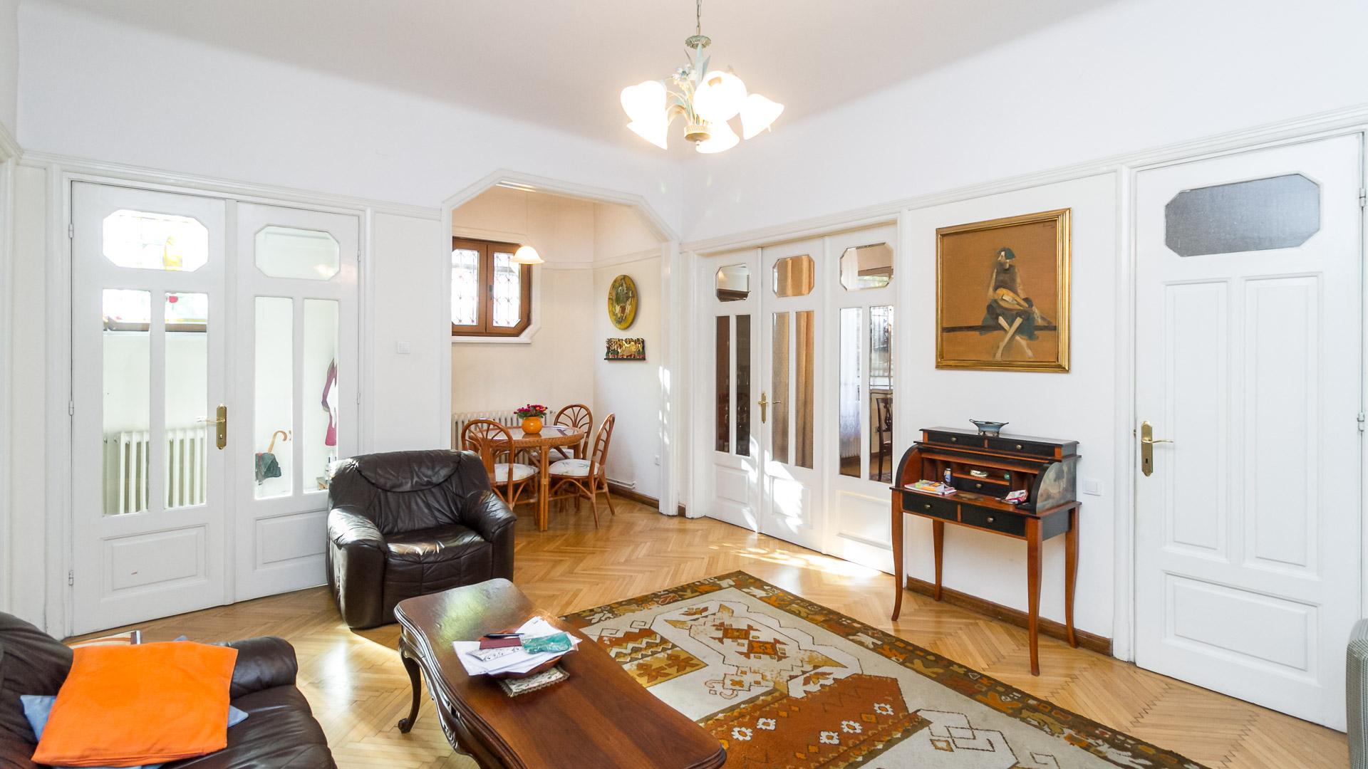living-apartament-4-camere-parter-vila-Parc-Carol