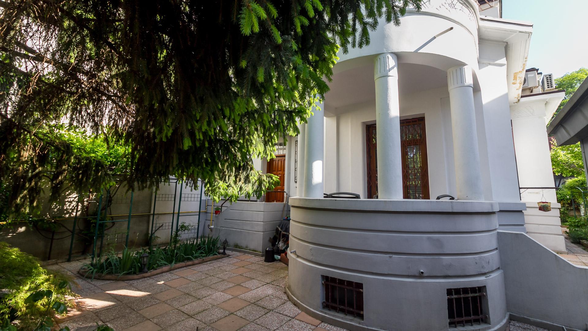 terasa-salon-dining-apartament-4-camere-parter-vila-metrou-parc-Tineretului