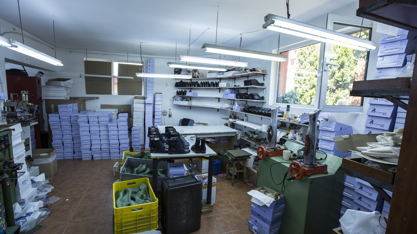 depozit-fabrica-pantofi-genti-piele-Popesti-Leordeni