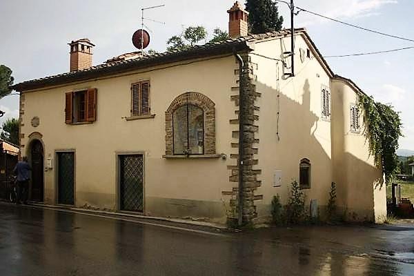detached-2-floor-house-Arezzo