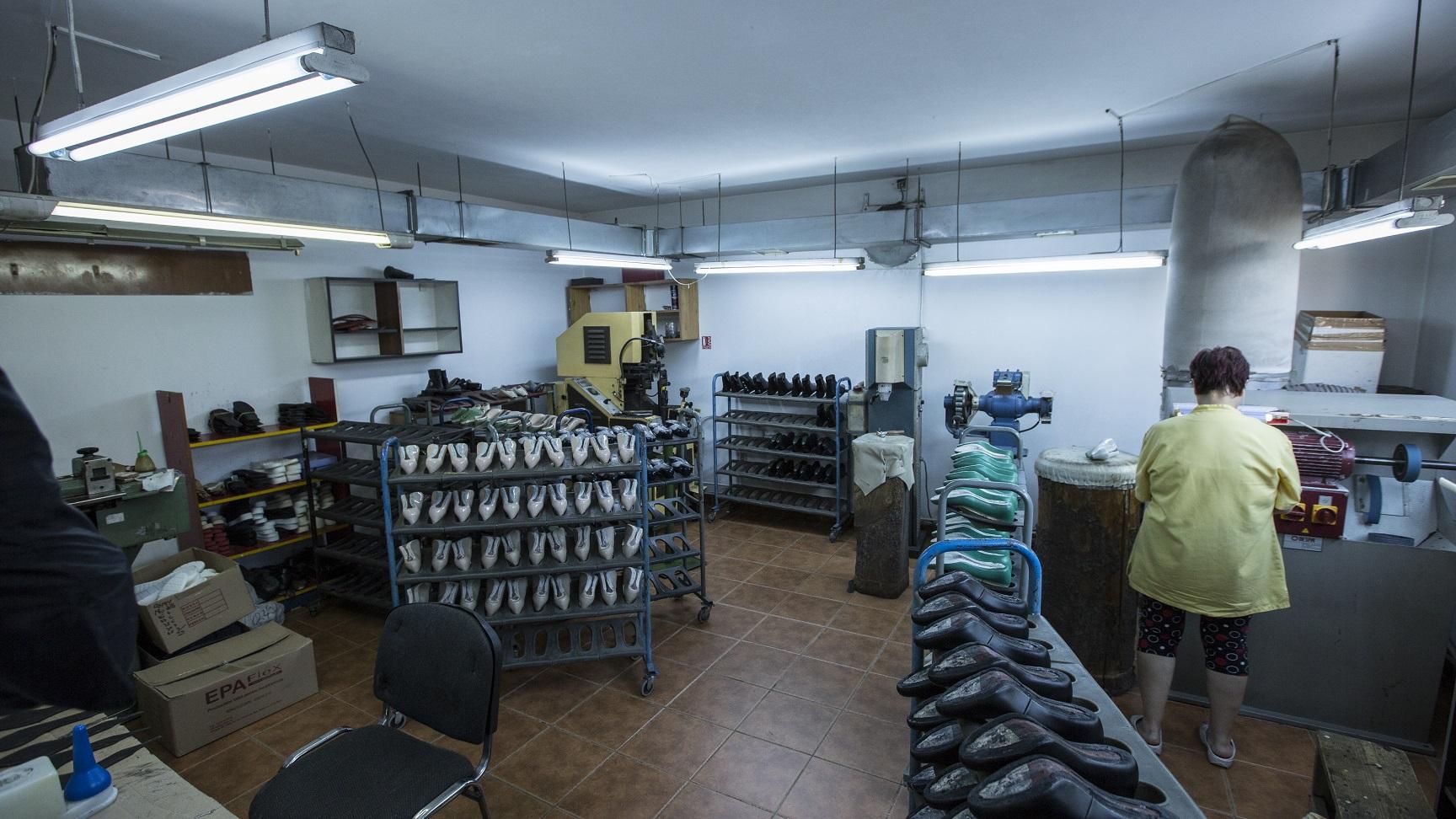 fabrica-pantofi-si-genti-afacere-familie-Popesti-Leordeni