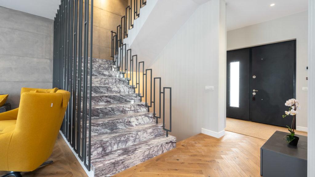 Northville-Baneasa-vila-showroom-intrare-scari-interioare