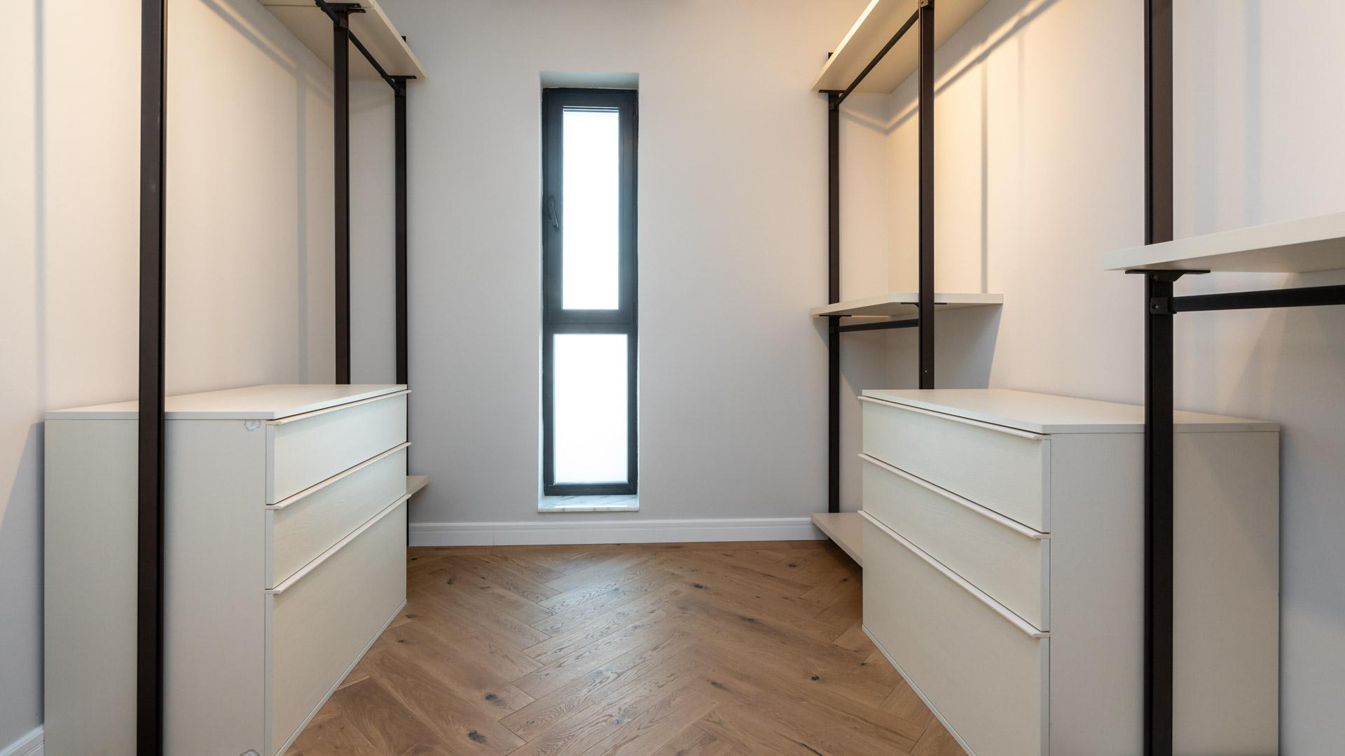 Northville-Baneasa-vila-showroom-storage-room